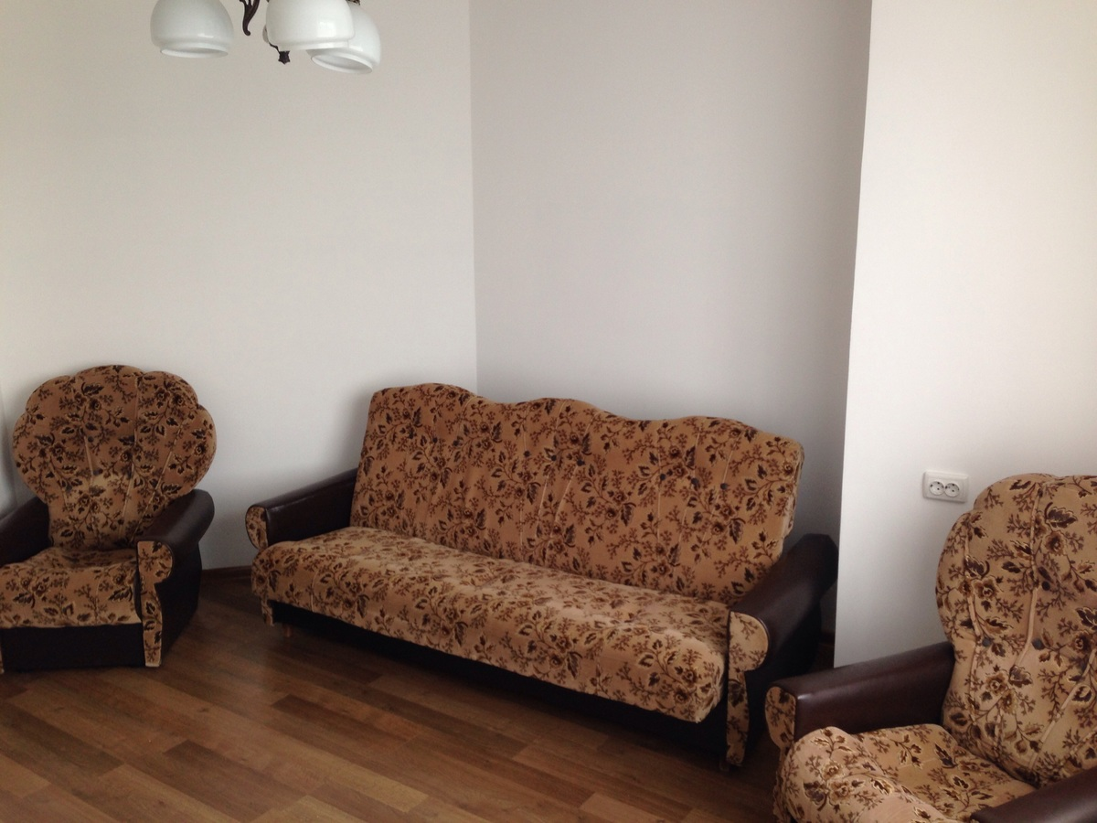 Cozy Apartment For Rent Daily Lutsk 54031 Voli Avenue Vlasne # Muebles Vaoli Leon